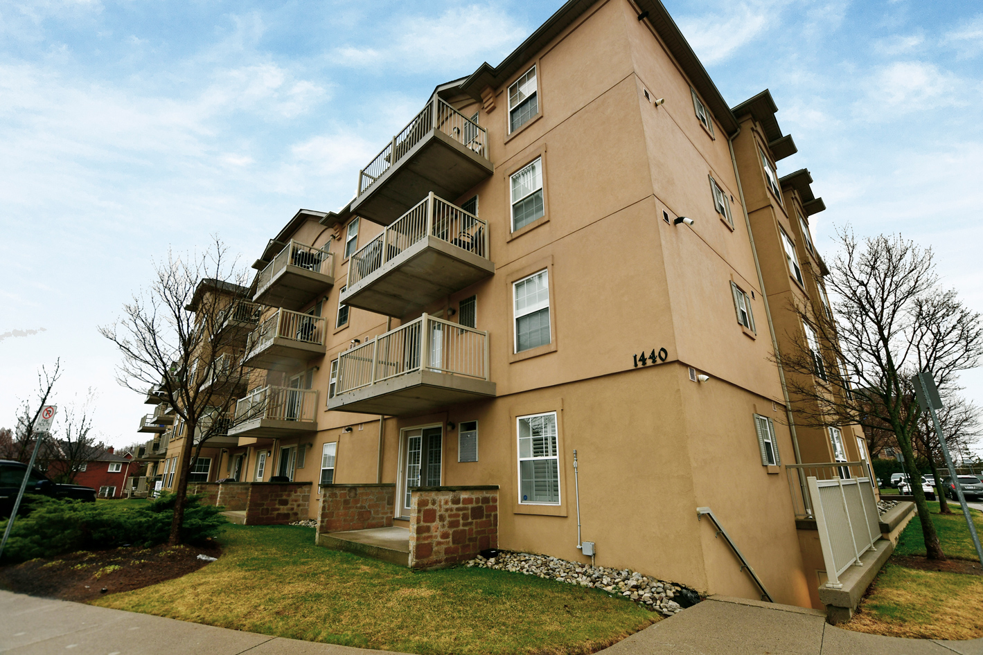 1440 Bishops Gate Unit 208 For Sale by New Street Realty Team - newstreet.ca